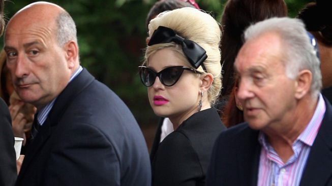 Winehouse Celebrated by Dad in Emotional Funeral