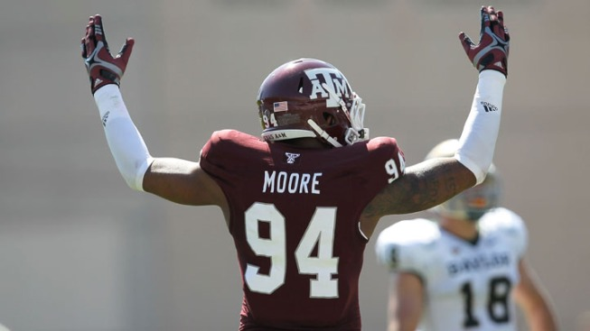 Texas A&M DE Moore Bypassing Senior Season for NFL