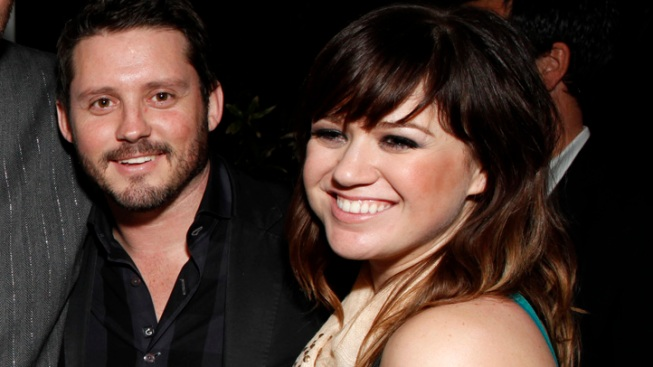 Kelly Clarkson Tweets First Pic of Baby Girl