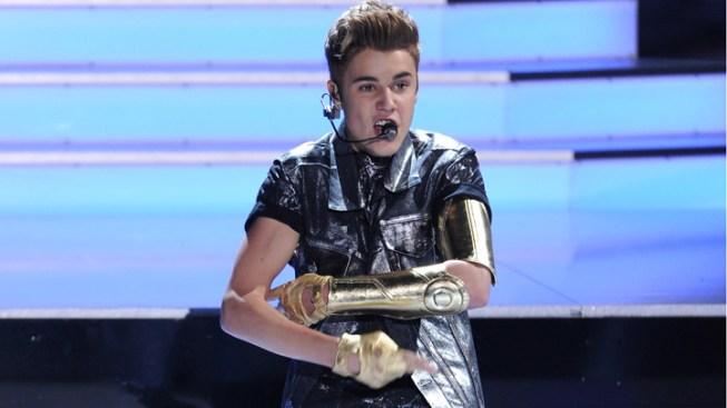 Justin Bieber Throws Up Onstage, Keeps Rockin'
