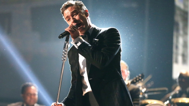 "Justin Timberlake Performs ""Take Back the Night"" for 150 Lucky Fans at Iconic New Jersey Club"
