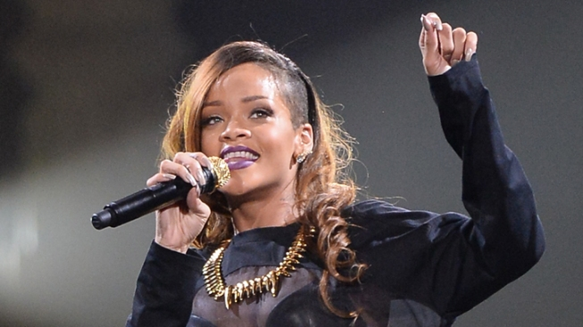 Rihanna Reschedules Dallas Tour Date