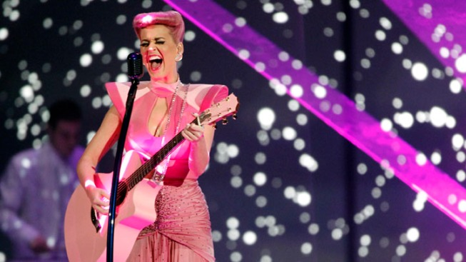 Taylor Swift Leads the Pop Princess Pack at 2011 AMAs