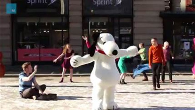 Flash Mob Recreates Charlie Brown Christmas Scene