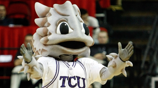 Amric's Free Throw Seals Win for Frogs Over UAA