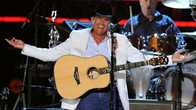 George Strait, Willie Nelson Headline Texas Wildfire Concert