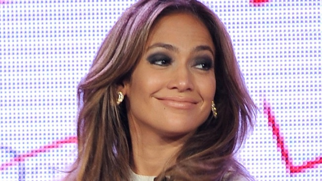 Jennifer Lopez Slams Plastic Surgery Claims on Twitter