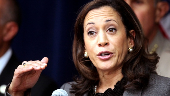 """Calif. Attorney General Kamala Harris' Star Power Buoyed by Obama """"Best-Looking"""" Comment"""
