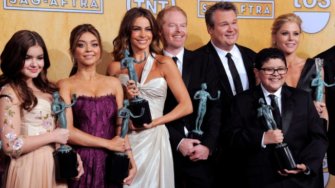 """Modern Family"" Stars Stuck 1 Hour in KC in Elevator"