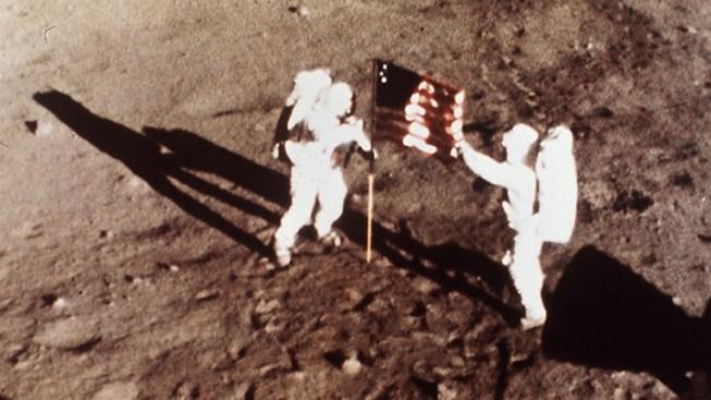 Houston Suburb to Erect Astronaut Statue, Museum