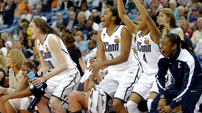 UConn Women Reign Again, Top Louisville 93-60