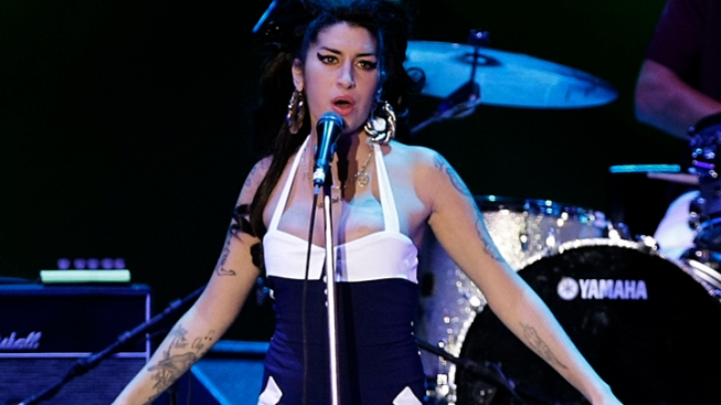 Fans Memorialize Amy Winehouse