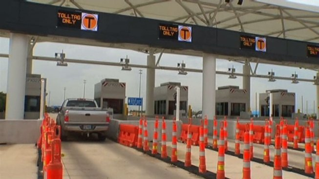 New Lanes, Parking Entrances Delayed at DFW Airport