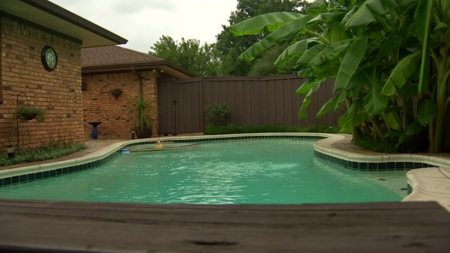 Man, Young Girl Die After Being Found at Closed Texas Pool
