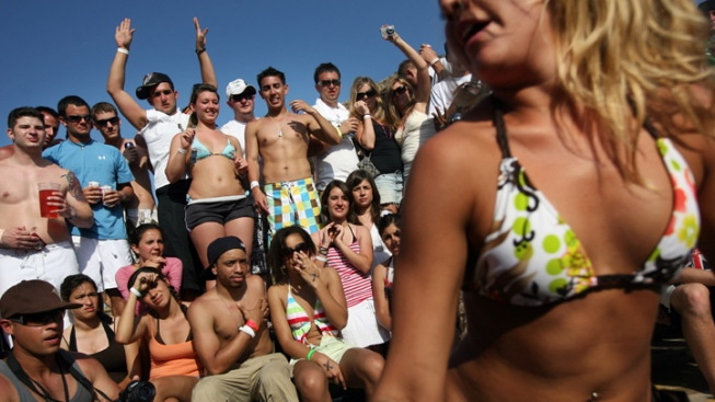 Spring Breakers Continue to Flock to Mexico