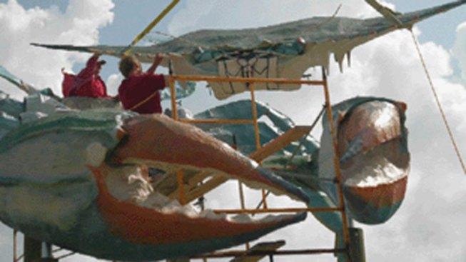 Texas Artist Installs New Big Blue Crab