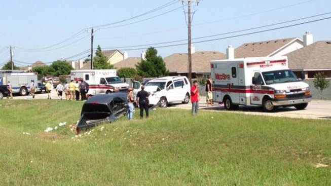 8 Injured in Crash in Fort Worth