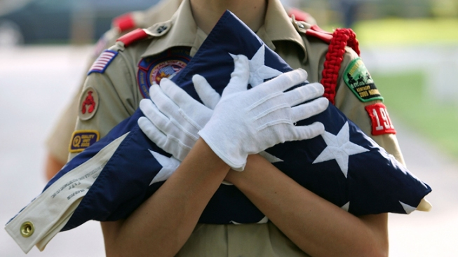 Backers of Anti-Gay Ban Pray Near Boy Scouts Offices