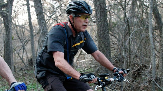 Bush Hosts Bike Ride for Wounded Military Members