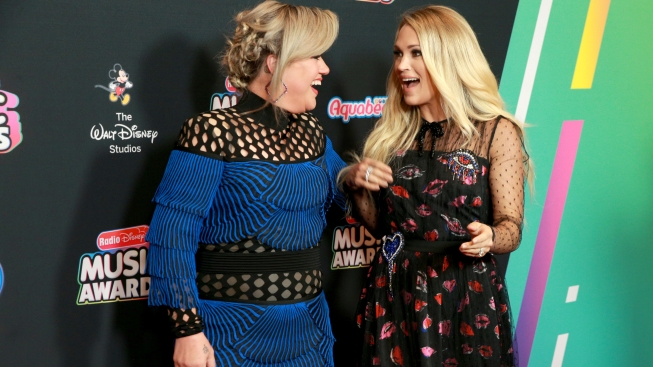 Kelly Clarkson Would Love For You to Continue Confusing Her With Carrie Underwood