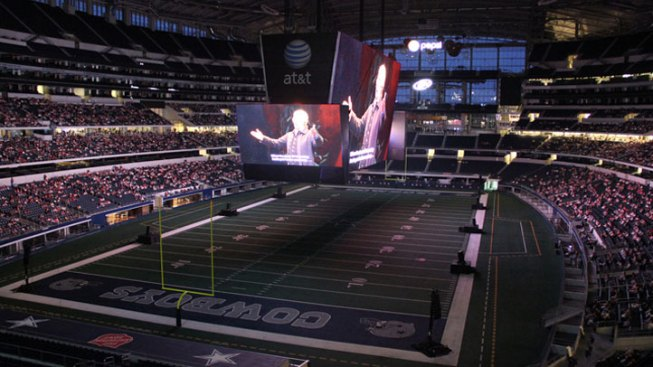 Dallas Opera Makes History with The Magic Flute Simulcast at Cowboys Stadium