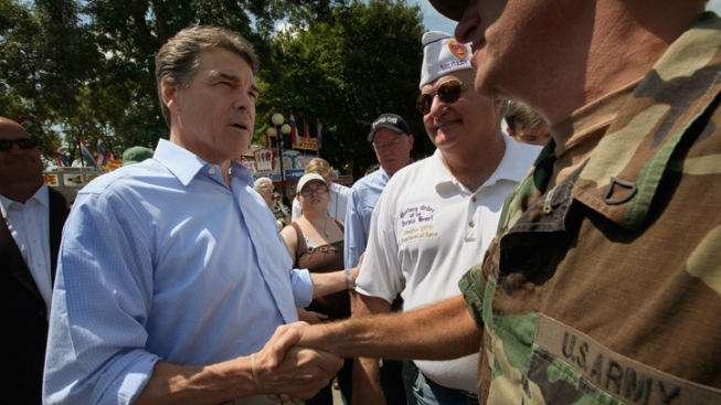 Perry Hopes Polling Surge Spurs Donors Nationally