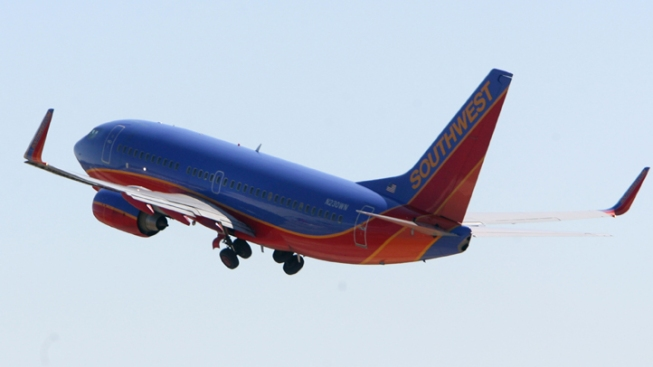 SWA Flight Returns to Oakland After Wing Warning