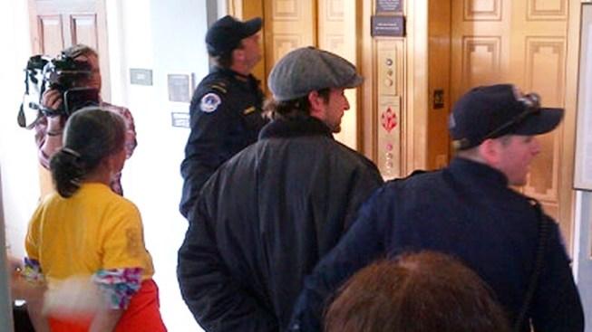 """Former """"ER"""" Star Noah Wyle Arrested at Protest"""