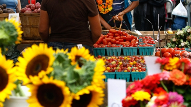 Cowtown Hosts Farmers Market