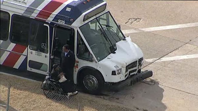 4 Injured When MITS Bus Collides with Truck in Fort Worth