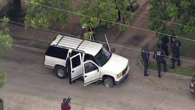 Fort Worth Police Chases Wanted Man Into Dallas
