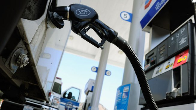 Gas Prices Fall in Time for Spring Break Travel