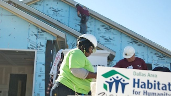 Feds Give 4 Dallas Gang Homes to Habitat for Humanity