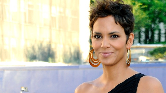 Halle Berry Hospitalized for Head Injury During Movie Shoot