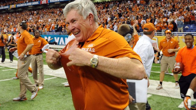 Ash, Longhorns Stun Oregon State in Alamo Bowl