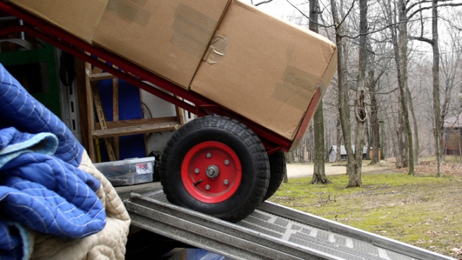 Family Loses All Possessions in Moving Truck Theft