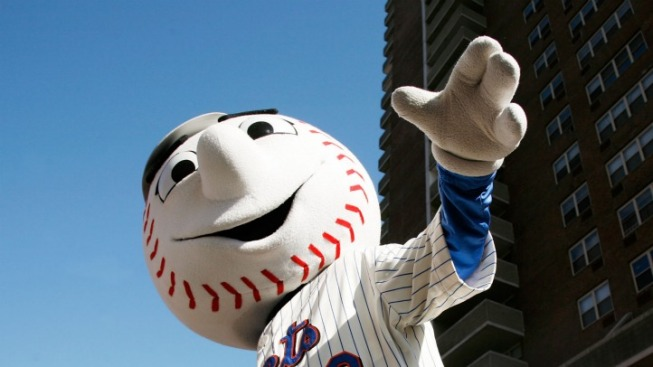 """Secret Service Agent Threatened to """"Go for the Kill Shot"""" If Mr. Met Approached President: Book Excerpt"""