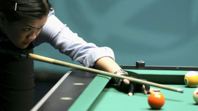 Pretty People Play Pool