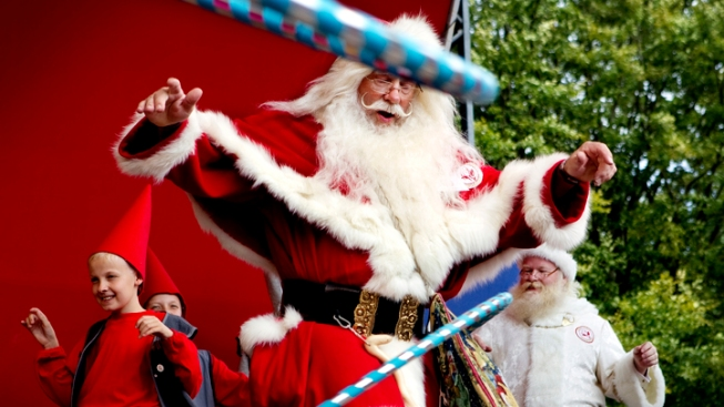 "Santas Shake it Up at Annual Summer ""Congress"""