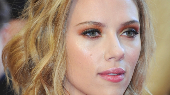 "Scarlett Johansson: Celebrities Deserve ""Personal Privacy"" Too"