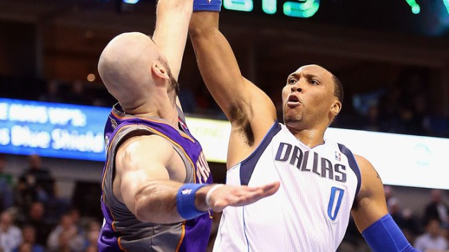 Marion, Nowitzki Lead Mavericks Past Suns