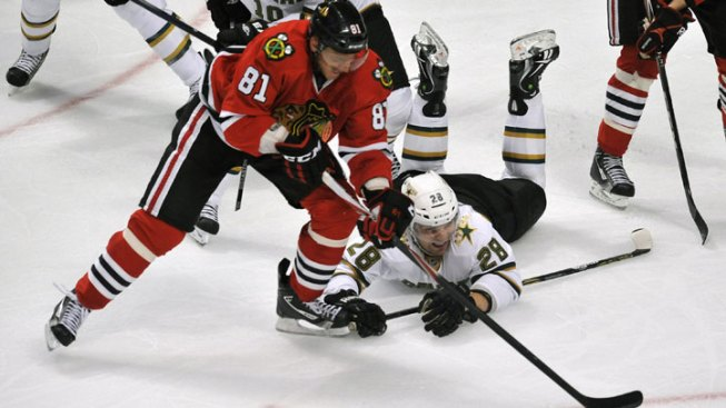 Bolland's Two Goals Lifts Blackhawks Over Stars