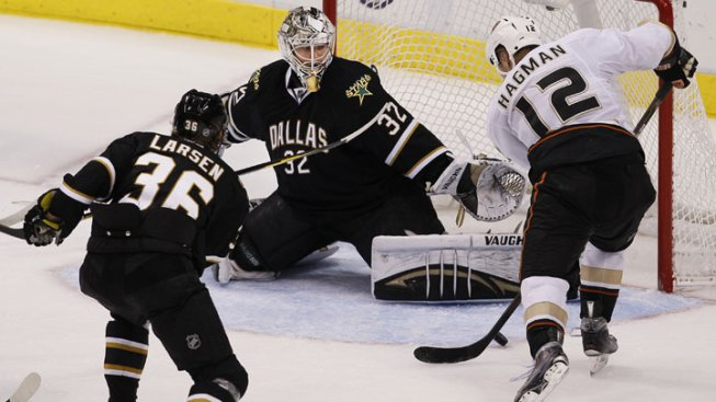 Morrow, Lehtonen Lead Stars Past Ducks