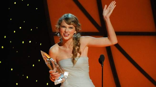 Taylor Swift, The Band Perry Big Winners at CMAs