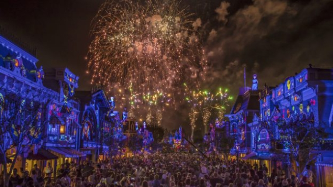 Disneyland Rolls Out Wage Bump Proposal for Hourly Employees