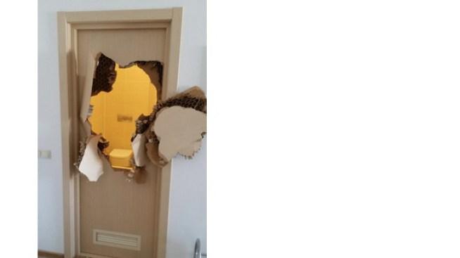 """""""Here's Johnny!"""" Athlete Breaks Down Bathroom Door in Sochi"""