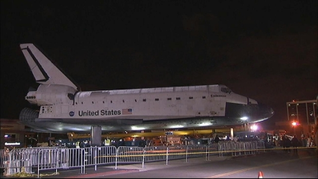 Watch the first leg of space shuttle Endeavour's journey to the California Science Center as it leaves LAX and stops for a layover in Westchester. Raw Video