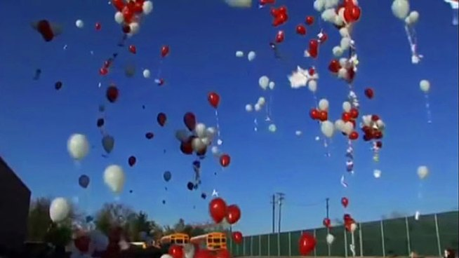 Students send messages to one another via balloons.