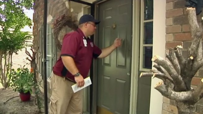 Grand Prairie environmental service specialists have been going door-to-door in an effort to educate residents about how to stop the spread of West Nile virus.