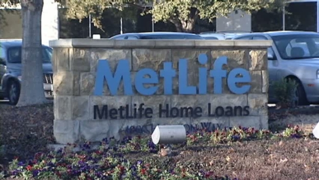 MetLife Bank says it will lay off hundreds of people in the coming months.